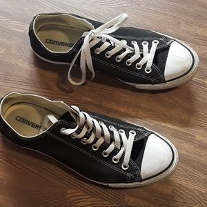 Converse black & white mens 10 or women's 12
